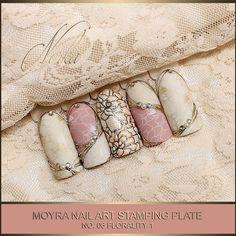 Nail art with Moyra Stamping Plate No.06 Florality 1, Moyra SuperShine Colour Gel No. 502 Snow, No 540 Caffe Latte, Moyra Stamping Polish SP 07 White, SP 09 Gold #moyra #nailart #stamping #plate #florality #supershine #colourgel #caffelatte #gold #koromnyomda #koromdiszites #szineszsele #nailpolish #snow #white #nyomdalakk #stampingpolish