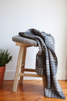 Juno blanket in navy and grey.
