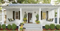 Modern front porch decorating ideas modern farmhouse front porch decorating ideas home decorating ideas 2019 Veranda Design, Farmhouse Front Porches, Southern Porches, Southern Homes, Southern Cottage, Coastal Cottage, Front Porch Design, Porch Designs, Front Porch Addition