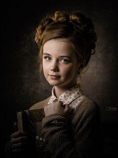Awesome by pfotograf Art Photography Portrait, Portrait Art, Children Photography, Classic Portraits, Portrait Lighting, Portrait Inspiration, Studio Portraits, Female Portrait, Pin Up