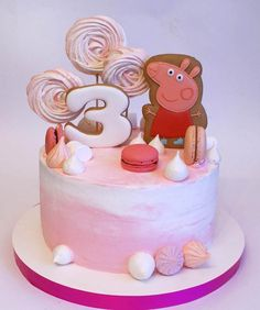 Детский торт Свинка Пеппа ребенку на три годика. Пряники и меренги
