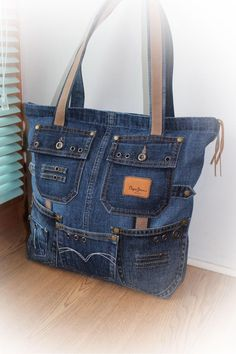 Denium - Porte-monnaie Denium - Women's bag of jeans. Stylish bag of recycled jeans. An Jeans Bag Denim Tote Bags, Denim Purse, Denim Jeans, Denim Bag Patterns, Blue Jean Purses, Recycle Jeans, Patchwork Bags, Handmade Bags, Purses And Handbags