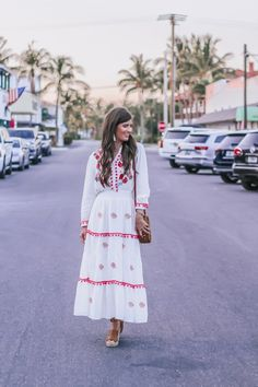 Pom Pom Embroidered Maxi Dress - The perfect summer dress! Cute Spring Outfits, Boho Outfits, Fashion Outfits, Dress Outfits, Plus Size Boho Clothing, Boho Fashion, Spring Fashion, Feminine Style, Feminine Fashion