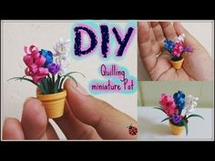 Quilling miniature flower pot in diy. This type of work is known as Quilling, for this we will need : quilling strips, green flower making tape and wire, rolling pin, scissor and any crafty glue. Details: 4 quilling strips for pot 1 green qui Arte Quilling, Quilling Butterfly, Quilling Videos, Paper Quilling For Beginners, Paper Quilling Tutorial, Paper Quilling Designs, Quilling Craft, Quilling Techniques, Quilling Patterns