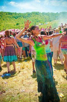 The Hippie Commune Happy Hippie, Hippie Love, Hippie Chick, Hippie Gypsy, Hippie Style, Raves, Hippy Fashion, Rainbow Family, Hippie Movement