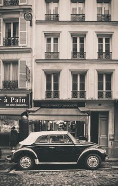 Old car at Paris