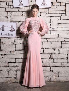 Vestido rosado de noche de manga larga con escote redondo