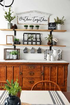 home decor fixer upper How to Make Fixer Upper Style Farmhouse Shelves DIY Joanna Gaines& Style Farmhouse Shelves Farmhouse Remodel, Farmhouse Decor, Farmhouse Style, Country Decor, Farmhouse Ideas, Modern Farmhouse, Farmhouse Shelving, Diy Regal, Easy Home Decor