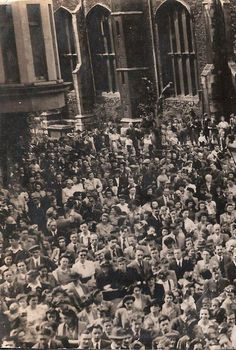 The Market Square thronged with crowds on VE day in 1945 Cambridge Market, Cambridge Uk, Honeymoon Night, Over The Years, Old Photos, Past, Landscapes, University, England