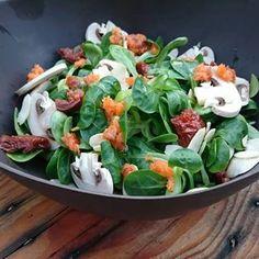 Salade de mâche et sa vinaigrette à la carotte Vinaigrette, Potato Salad, Veggies, Potatoes, Meat, Chicken, Ethnic Recipes, Food, Chopped Salads