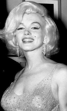 Marilyn Monroe At Madison Square Garden JFK Birthday Gala. New York City. May Three months before she passed. Marilyn Monroe 1962, Marilyn Monroe Photos, Jfk Birthday, Happy Birthday Mr President, Most Beautiful Women, Beautiful People, Divas, Cinema Tv, Idole