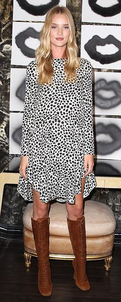Rosie-Huntington Whiteley in a black and white spotted dress by Chloé and knee-high lace-up suede boots Edgy Chic, Casual Chique, Boho Chic, Rosie Huntington Whiteley, Rosie Whiteley, Rose Huntington, Celebrity Outfits, Celebrity Style, Leopard Prints