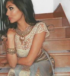 1,638 vind-ik-leuks, 6 reacties - Indian Weddings ✨ (@indian_wedding_bliss) op Instagram: 'Absolutely love this!  Details on point, gleaming! ✨ Her makeup is gorg.  Because who…'