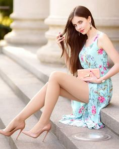 Fashion Models, Fashion Outfits, Luxury Girl, Sexy Legs And Heels, In Pantyhose, Nylons, Beautiful Legs, Beautiful People, Beauty Women