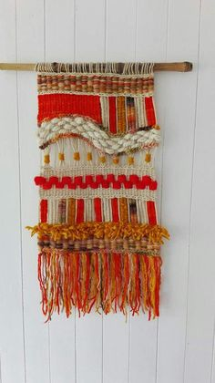 Fun little wall hanging! Weaving Textiles, Weaving Art, Tapestry Weaving, Loom Weaving, Crochet Wall Hangings, Weaving Wall Hanging, Peg Loom, Wool Art, Yarn Thread