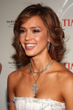 Jessica Alba style and Jessica Alba hoop earrings-best accesories for her type  in those photos