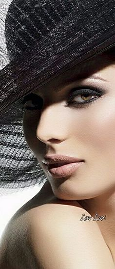Glamour, Glam Photoshoot, Girl With Hat, Shades Of Black, Hats For Women, Ladies Hats, Pretty Woman, Beauty Women, Amazing Women