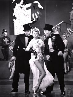 I love this movie! Great Holiday movie Danny Kaye, Vera-Ellen, Bing Crosby in White Christmas 1954 White Christmas Movie, Holiday Movie, Christmas Movies, Vintage Hollywood, Hollywood Glamour, Classic Hollywood, Vera Ellen, Cinema, Hooray For Hollywood