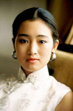 Very Beautiful Woman, Stunningly Beautiful, Beautiful Asian Girls, Beautiful People, Korean Picture, Gong Li, Memoirs Of A Geisha, Vietnam, Asian Celebrities