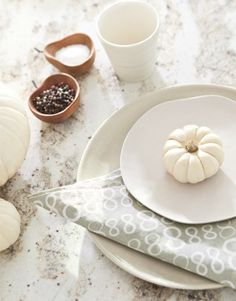 White Thanksgiving table decor