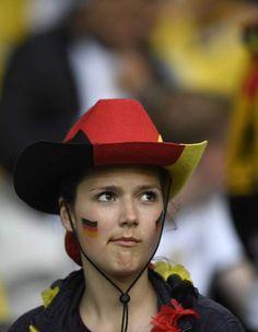 Foram-se as croatas, mas ainda há muitas beldades nos 'quartos' - Euro 2016 - Futebol - SAPO Desporto