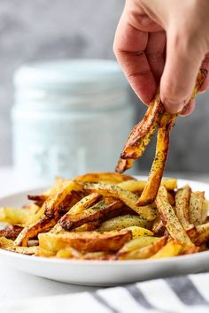 The Best Air Fryer French Fries – A healthy air fryer fries recipe (vegan) that makes a perfect easy homemade meal for those looking to loose weight – but not flavor! Air Fry French Fries, Best French Fries, French Fries Recipe, Air Fry Recipes, Vegan Recipes, Air Fryer Fries, Slow Cooker Pressure Cooker, Best Air Fryers, Air Fryer Healthy