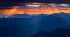 Sonnenaufgang über Hochzinödl, Gesäuse, Österreich/Juli 2008; © Naturfotograf Andreas Resch mit Canon EOS 5D Mark II +Zeiss Vario-Sonnar T* 35-70mm f/3.4 bei: 50mm mit Belichtungszeit(en): 2 Sekunden + 10 Sekunden bei Blende: 16, ISO: 100 +Hoya HD Polfilter