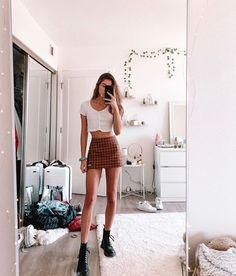 trendy outfits for 40 year old woman Brandy Melville Outfits, Brandy Melville Skirt, Teen Fashion, Fashion Outfits, City Outfits, Teenage Outfits, Party Outfit For Teen Girls, Cute Casual Outfits, Mode Vintage
