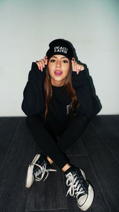 Habille swag tenue swag ado fille tenue tendance tenu swag fille jolie Dress up Beute Outfit . Tumblr Photography, Girl Photography Poses, Edgy Photography, Fashion Photography, Urban Fashion, Teen Fashion, Fashion Clothes, Dope Fashion, Image Swag
