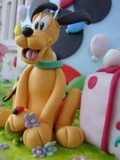 Pluto cake topper tutorial Tutorial modelando a Pluto. PAP modelando a Pluto. http://cake.corriere.it/2013/11/06/come-realizzare-pluto-in-pasta-di-zucchero-tutorial/#more-9088