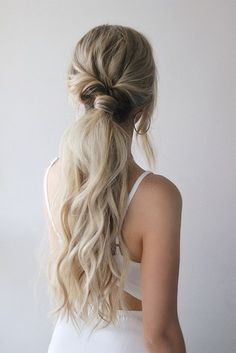 I am so excited to share today's hair tutorial, its 3 easy ponytails. You guys left such incredible feedback on my last ponytail tutorial that I just knew I had to share another one. I wanted… Hair Trends 2018, Fall Hair Trends, Low Ponytail Hairstyles, Straight Hairstyles, Long Hair Ponytail, Low Ponytails, Wedding Ponytail Hairstyles, Twisted Ponytail, Ponytail Haircut