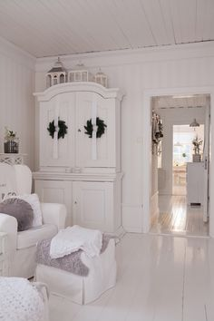❤(¯`★´¯)Shabby Chic(¯`★´¯)°❤ … ähnliche tolle Projekte und Ide… – Media Room İdeas 2020 Cottage Shabby Chic, Shabby Home, Shabby Chic Kitchen, Shabby Chic Homes, Shabby Chic Decor, White Cottage, Deco Marine, White Rooms, Home And Deco