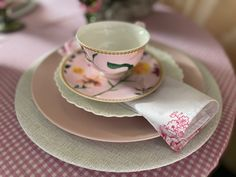 Pretty in pink! Blue China, Pretty In Pink, Tea Cups, Tableware, Dinnerware, Blue Chinaware, Tablewares, Dishes, Place Settings