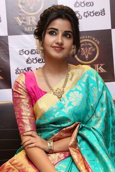 South Indian actress Anupama Parameswaran in saree photo gallery. Anupama Parameswaran in saree picture, image, wallpaper. Beautiful Girl Indian, Most Beautiful Indian Actress, Beautiful Saree, Beautiful Women, Saree Hairstyles, Pattu Saree Blouse Designs, Anupama Parameswaran, Kanjivaram Sarees, Kurti