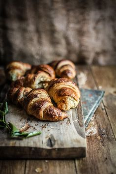 Croissants: Three Ways! (Croissants with candied blood oranges, croissants with spinach and feta, and classic ham and cheese croissants) A detailed recipe guide! Breakfast Photography, Food Photography, Think Food, Love Food, Ham And Cheese Croissant, Breakfast Croissant, French Croissant, Spinach And Feta, Quiches