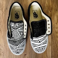 Hand Painted @vans  for Palm Beach Art Gallery - Pom Graphic Design #shoeart #pomgraphicdesign #shoedesign #fashion #blackandwhite #pomgraphicdesign #pamelagallegos