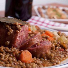 Petit salé aux lentilles à l'auvergnate Le Cassoulet, Traditional French Recipes, French Food, 20 Min, Pot Roast, Beef, Ethnic Recipes, Voici, Agriculture