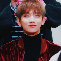 s'cute ⠀ 170108 ; © today jisoo my filter • do not repost → JOSHUA @ Gwanghwamun Fansign . #Joshua #조슈아 #Jisoo #지수 #HongJisoo #홍지수 #Seventeen #17 #세븐틴 #170108