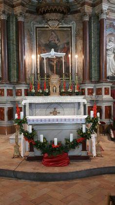 Cresima Altar Flowers, Church Flower Arrangements, Church Flowers, Floral Arrangements, Church Altar Decorations, Altar Design, Christmas Crafts, Christmas Decorations, Catholic Kids