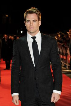 chris pine YOU are the reason star trek is one of my favorite movies. God damn
