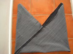 Sewing instructions for a triangle hand bag I have been wanting to make this bag for sooo long. There are a few tutorials to be found with Triangle bag instructions for making this bag. They might be different in how they approach constructing the bag and what materials are used. However the end result is …