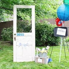 Graduation parties are around the corner. Whether you are throwing a party or attending a party, these graduation party ideas are perfect to honor the graduate. From kindergarten graduations to graduate school graduation parties, we have you covered. Outdoor Graduation Parties, Graduation Party Foods, Graduation Party Planning, Kindergarten Graduation, Graduation Decorations, Graduation Party Decor, Graduation Photos, Grad Parties, Graduation Ideas