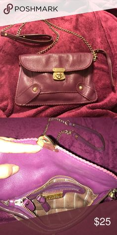 Steve Madden cross body clutch This Steve Madden cross body mini bag has both the cross body chain as well as the wristlets accessory Bags Mini Bags