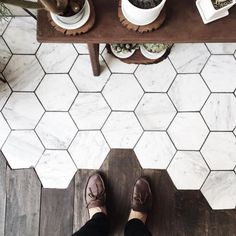 tiles and wood Japanese Spa, Wood Tile Floors, Kitchens And Bedrooms, Hexagon Tiles, From Where I Stand, Types Of Flooring, Floor Design, House Design, Minimalist Decor