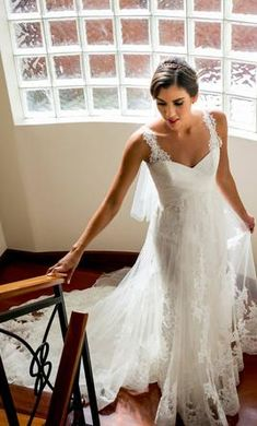 Incredible fishtail wedding dress with lightweight lace overlay. Empire Line Wedding Dress, Floaty Wedding Dress, Wedding Dresses With Straps, Designer Wedding Dresses, Lace Wedding, Fishtail, Lace Overlay, Bridal Gowns, Size 12