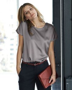 Silk Woven T Shirt Finest Cashmere Clothing Pure CollectionHow to Wear Luxe Fabrics with Everyday Outfits: Glam Radar waysify MásThe Silky Top The versitile top The perfect piece to tie together a suit or tuck into a pencil skirt Silk Woven T ShirtW Blouse Sexy, Grey Blouse, Blouse Outfit, Black Silk Blouse, Ruffle Blouse, Silk T Shirt, Satin Shirt, Business Outfit Damen, Pullover Shirt