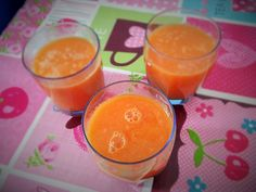 Frullato rinfrescante e leggero a base di carote, mela verde e zenzero. Cantaloupe, Pudding, Fruit, Desserts, Food, Tailgate Desserts, Deserts, Custard Pudding, Essen