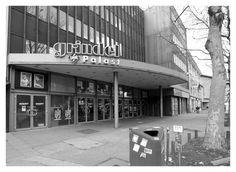 """...musste es weichen : Das Grindel Kino. Manch einer erinnert sich noch an die Zeiten der Sneak-Preview und an die englisch sprachigen Filme. """"Alles begann im Jahr 1959. Der Grindel Ufa-Palast öffnet zum ersten Mal seine Türen als Premierenkino. Nach 35 Jahren, 1994, wird der Grindel Ufa-Palast zu Hamburgs erstem Multiplex-Kino mit sechs klimatisierten Sälen umgestaltet. Im Sommer 2001 wurde das Programm um die englischsprachigen Originalversionen erweitert."""" Jetzt muss es weg, damit ma..."""