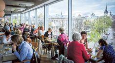Kohvik Komeetissa on yksi kaupungin komeimmista näköaloista. Sitä voi ihailla myös kattoterassilta.