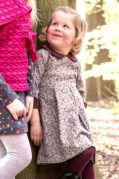 Models - B-Inspired Magazine Vestido gris y berenjena de niña